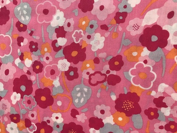 Tissu Patchwork : fleur fuschia grise orange  fond rose -
